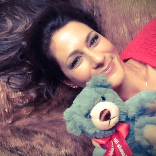 Nina-Marlisa Lenzi mit dem Leuchtfeuer-Teddy 2020