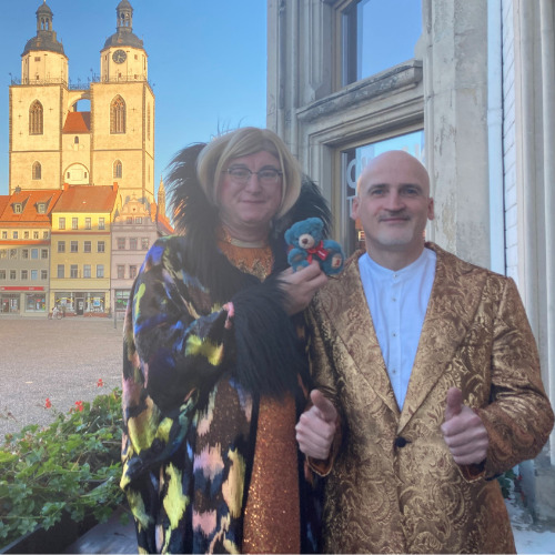 Emmy und Willnowsky mit dem Leuchtfeuer-Teddy 2020